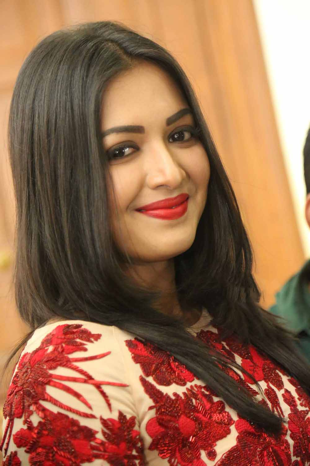 actress catherine tresa picture gallery high quality